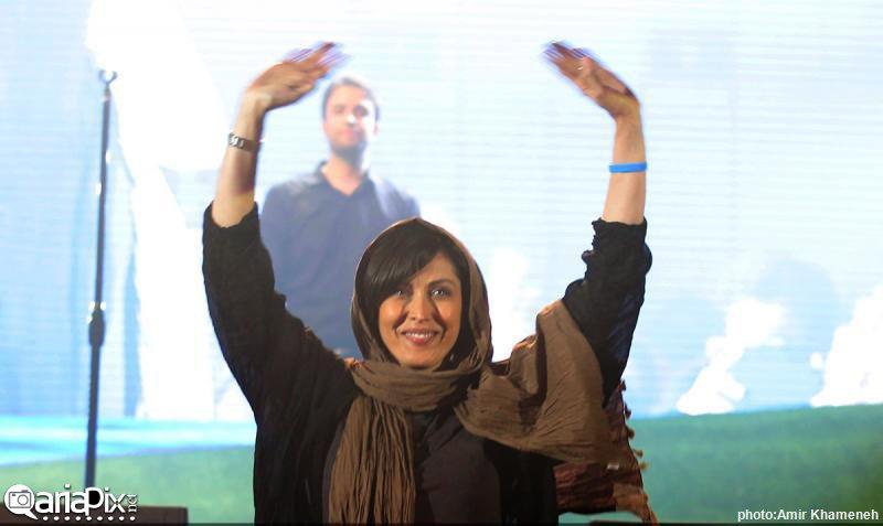 مهتاب کرامتی بازیگر سینما در کنسرت 93 بنیامین بهادری