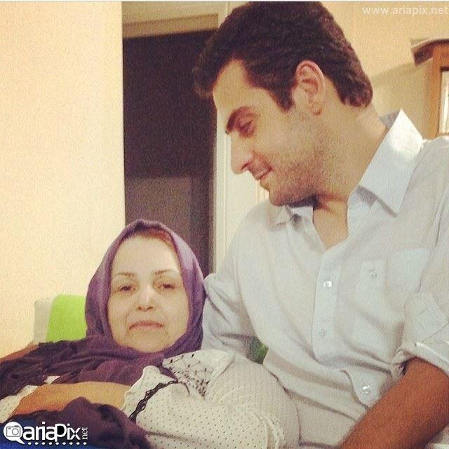 علی ضیا و مادرش / عکس