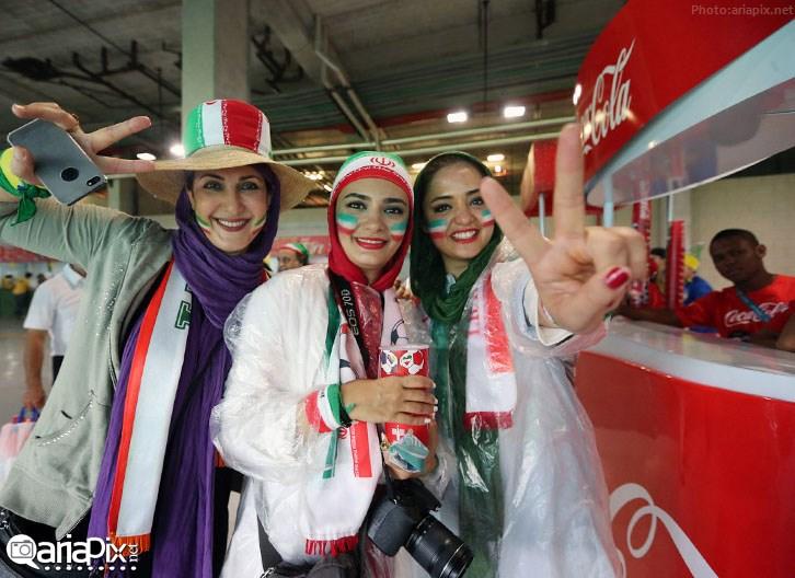 هنرمندان و بازیگران در تماشای بازی ایران بوسنی