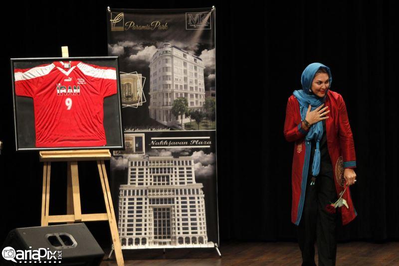 مراسم اهدا پیراهن حمید استیلی به کودکان سرطانی