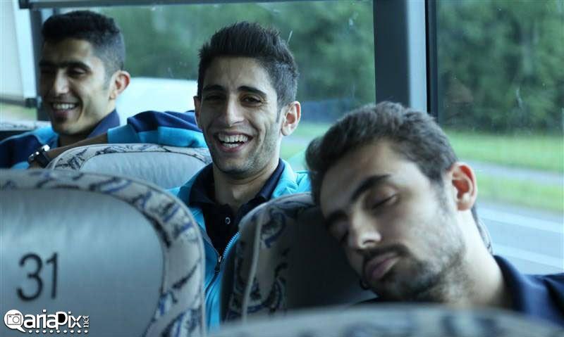 تیم ملی والیبال در داخل اتوبوس