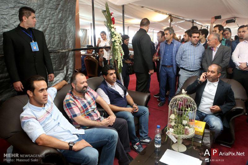 مزایده فروش اولین ماشین علی کریمی در مشهد با حضور هنرمندان