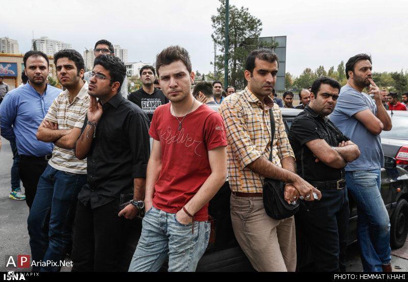 تجمع اهالی ورزش و هواداران هادی نوروزی مقابل بیمارستان