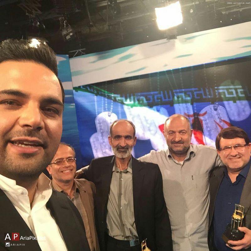 سلفی احسان علیخانی با مهمانان ماه عسل 95